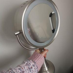 Stand alone mirror